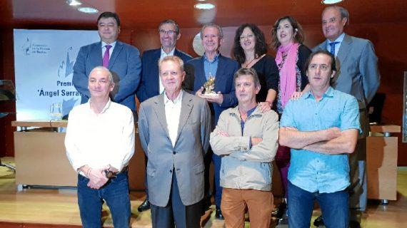La Asociación de la Prensa de Huelva entrega el Premio Ángel Serradilla a Manuel Ángel Vázquez Medel