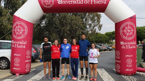 Victoria de Zakaria Boufaljat y Miriam Gómez Barrera en la Carrera ETSI celebrada en el Campus de La Rábida