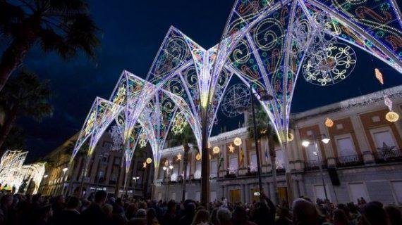 Ya luce en Huelva el alumbrado navideño