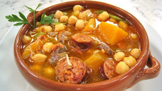 Cocido de judías verdes con calabaza, un plato típico de Jabugo, en Canal Sur