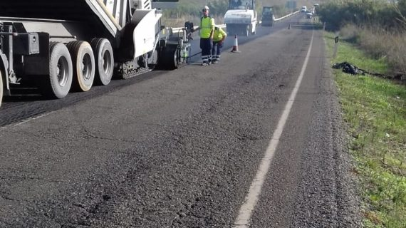 Las obras de mantenimiento y mejora del firme en la carretera entre San Juan y Lucena provocarán cortes alternativos de tráfico