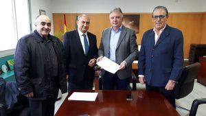 Un momento de la reunión que mantuvieron los representantes del Recreativo de Tenis con el delegado del Gobierno de la Junta de Andalucía en Huelva, Francisco José Romero.