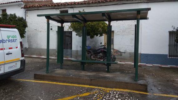 Comienzan las intervenciones de mejora en paradas de transporte público en cinco municipios de la provincia de Huelva