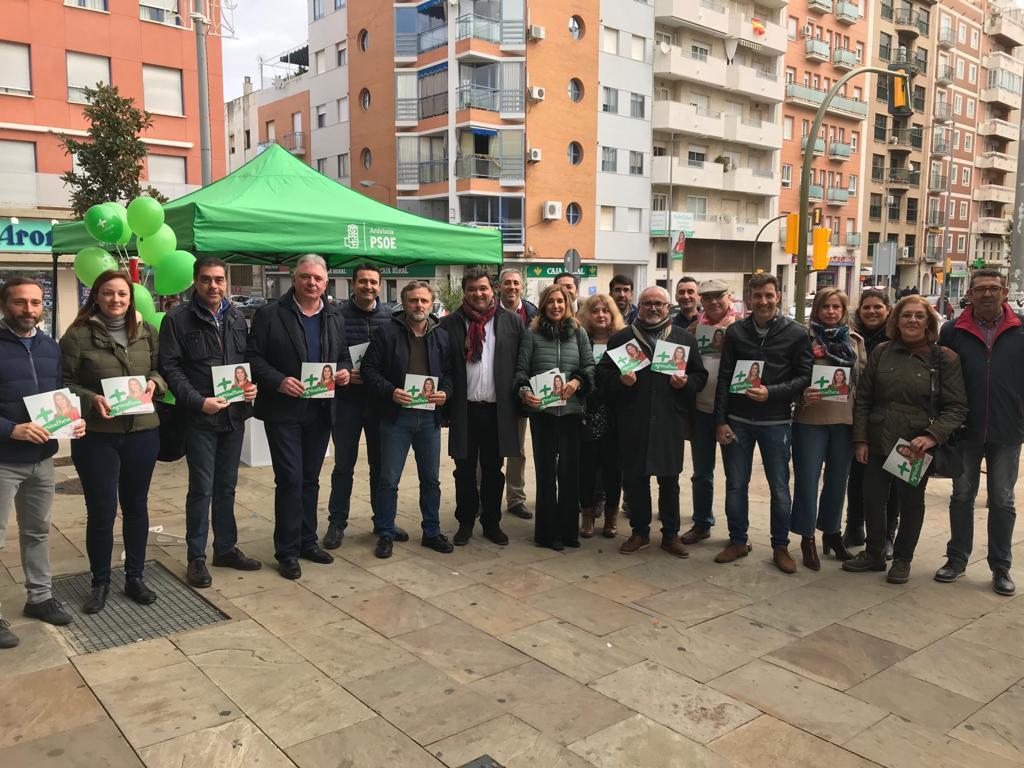El PSOE de Huelva hace campaña en el Mercado del Carmen divulgando su programa en materia de Agricultura