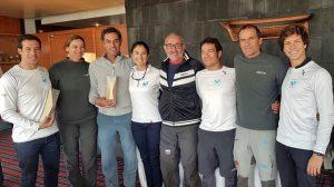 Ricardo Terrades, tercero por la derecha, en la entrega de premios junto con sus compañeros del Bribón-Movistar y los vencedores en J70. / Foto: María Yriarte.