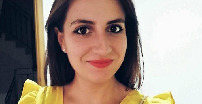 La trabajadora social Nazaret Nayas, una investigadora que ayuda con estimulación sensorial a enfermos dependientes