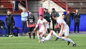 La Palma quiere resarcirse de su derrota ante el Pinzón ganando a otro equipo provincial, el Cartaya. / Foto: David Limón.