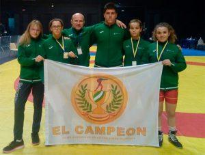 Componentes del Club de Lucha El Campeón de Cartaya en el Torneo 'Los Volcanes' en Francia. / Foto: @luchaelcampeon.