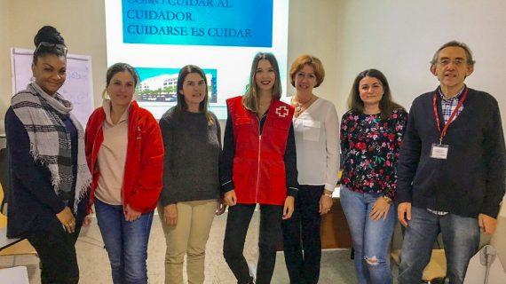 La musicoterapia y la meditación se incorporan al Hospital Juan Ramón Jiménez en los talleres para cuidadoras