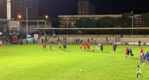 Los jugadores del Recre celebran su triunfo en Talavera. Foto: @KrypteiaCapital.