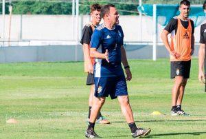 José María Salmerón, entrenador del Recre, durante una sesión de trabajo del equipo. / Foto: @recreoficial.