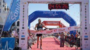 El británico Lee Grantham, ganador en El Rocío con su gran crono. / Foto: @DonanaTrailMarathon.
