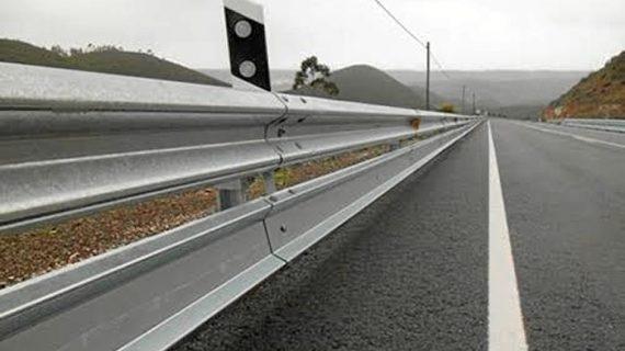 Las carreteras onubenses contarán con nuevas barreras para motoristas