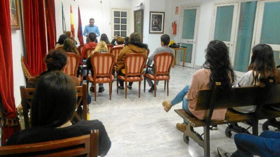 Un total de 30 jóvenes de Aracena contarán con becas municipales para este curso