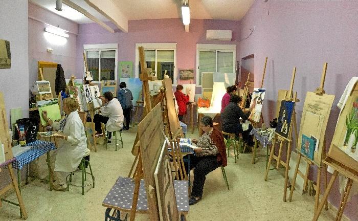 La Escuela Municipal de Villarrasa, un espacio donde aprender arte más allá de manualidades