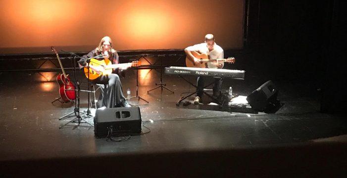 La cantautora onubense Ana Vázquez Limón ofrece un emotivo concierto en el Teatro de San  Bartolomé