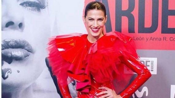 Laura Sánchez luce un diseño del onubense Javier Mojarro en el estreno de 'Arde Madrid'