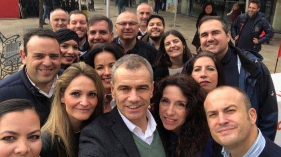 El parlamentario de Ciudadanos Tony Cantó visita Huelva para apoyar a los candidatos de su partido.