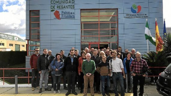 La Comunidad de Regantes expone a un grupo de agricultores belgas sus sistemas de regadío