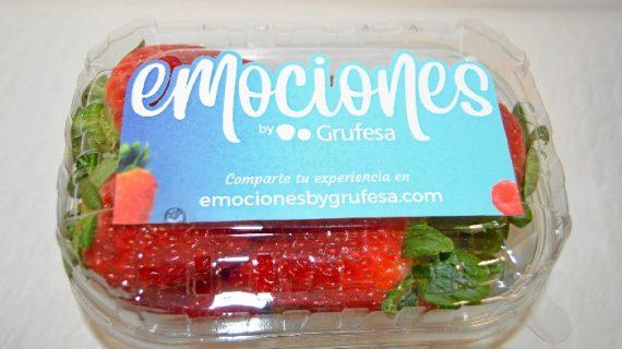 Grufesa entrega fresas en Huelva para animar a la participación en su campaña 'Emociones by Grufesa'