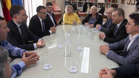 Una delegación de Rumanía visita Huelva para conocer el modelo productivo y establecer sinergias comerciales