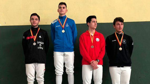 Éxito del Club Esgrima Huelva con el triunfo de Stefan Rojas en el I Torneo de sable de la FADE