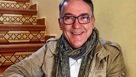 El riotinteño Raúl Delgado Manzanas publica 'El puesto de las flores', su primera novela