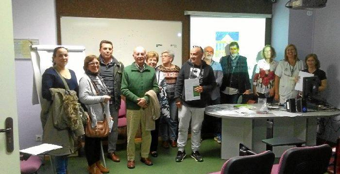 Miembros del Hospital Juan Ramón Jiménez forman a pacientes con ostomía