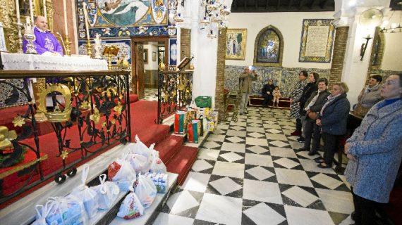 Los mayores onubenses realizan la tradicional ofrenda solidaria por Navidad