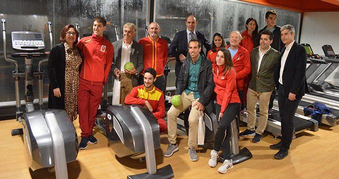 Tres campeones del mundo apadrinan la Piscina Municipal de Punta Umbría convertida en un completo Centro Deportivo