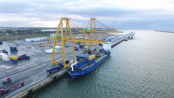 El Puerto de Huelva garantiza el cumplimiento de los servicios esenciales para mantener el suministro de mercancías y combustible