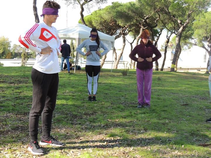 Deportes urbanos como el 'slackline' triunfan entre los jóvenes onubenses