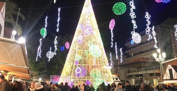 Las luces y el Mercadillo Navideño atraen a miles de personas a Huelva