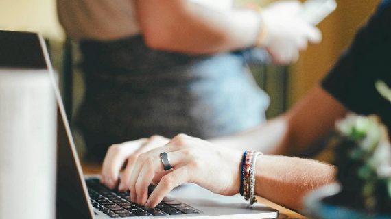 Ventajas de usar servicios online frente a los tradicionales