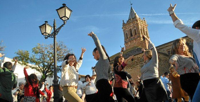 Zalamea la Real baila a favor del proyecto 'La Azotea Azul'