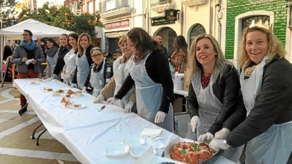 Isla Cristina ofrece Roscón de Reyes por todas sus barriadas