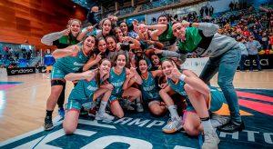 Alegría del combinado andaluz tras ganar en la categoría Cadete Fsmenina. / Foto: @fabhuelva.