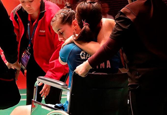 Carolina Marín, a cuartos de final en Malasia tras vencer a la china Gao Fangie que no pudo acabar el partido