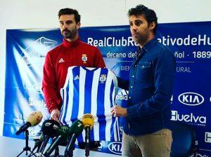 Chico, junto al directo deportivo Óscar Carazo, en su presentación.