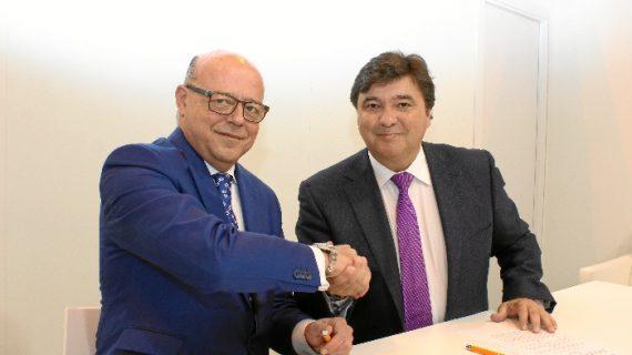 Acuerdo en Fitur para incrementar el número de turistas que llegan a Huelva en autobús