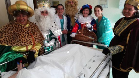 Los Reyes Magos visitan el Hospital Infanta Elena llevando alegría y  esperanza a cientos de pacientes