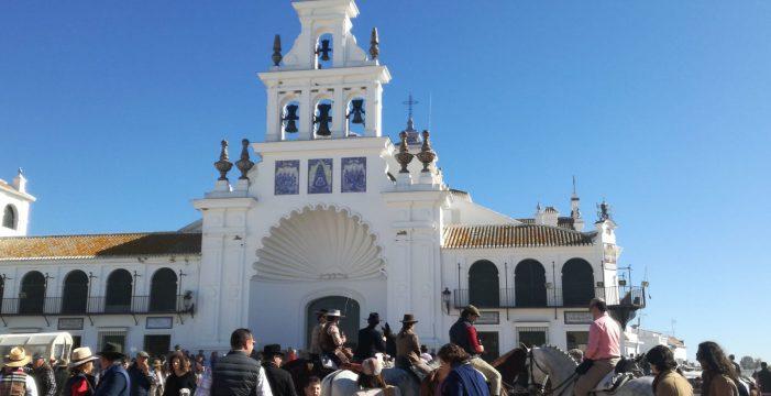 Más de 200.000 personas se congregan en El Rocío por las peregrinaciones extraordinarias