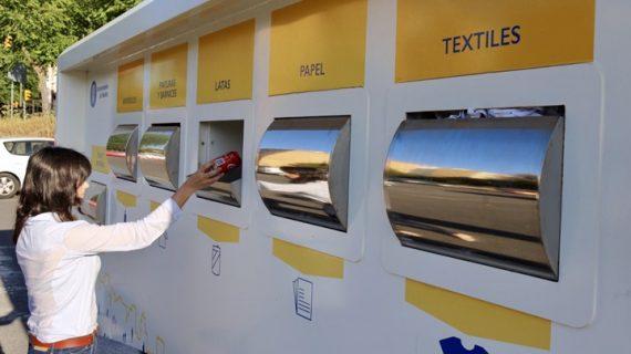 El servicio 'Punto Limpio Móvil' facilita la recogida y separación de residuos domésticos