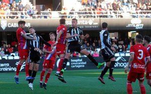 El Recre mantuvo durante todo el partido un buen tono defensivo. / Foto: La Opinión de Murcia/Felipe García Pagán.