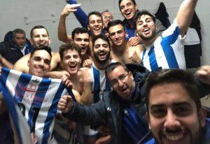 Alegría comprensible de los jugadores del CD San Juan FS tras ganar a domicilio. / Foto: @SanJuan_Futsal.