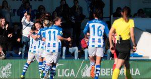 Las jugadoras del cuadro de Huelva celebran el primer gol. / Foto: www.lfp.es.