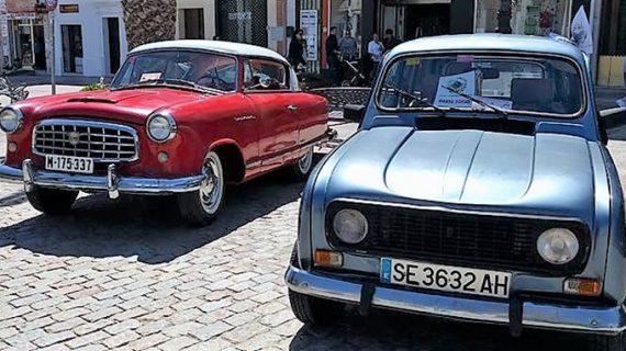 Manzanilla acoge su primera concentración de coches antiguos