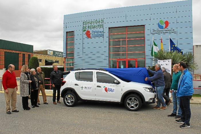 La Comunidad de Regantes de Palos dona un vehículo a la Asociación Española contra el Cáncer