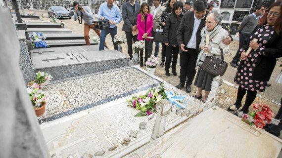 """Isabel Naylor: """"Mi padre y yo íbamos todos los años el primer domingo de noviembre a colocar flores a la tumba de William Martin"""""""