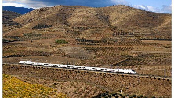 Renfe ofrece tarifas especiales a grupos de mayores de 60 años para viajar entre Madrid y Huelva